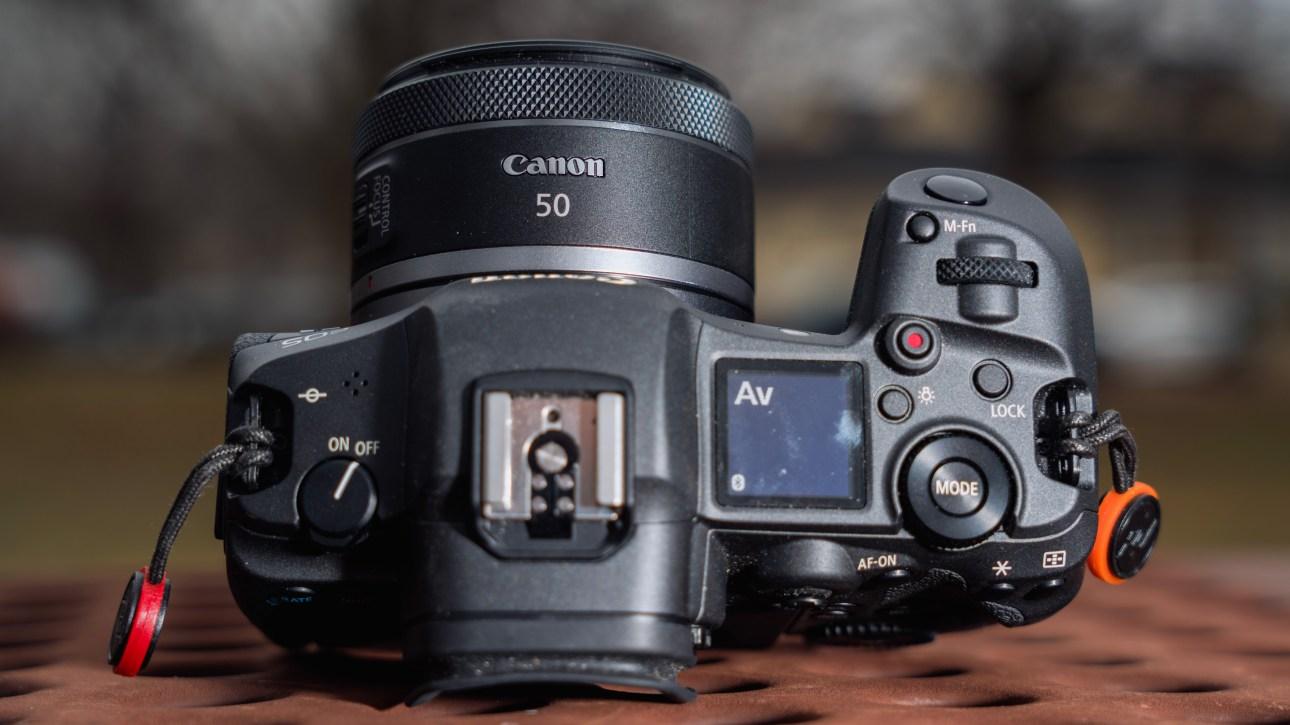 Canon RF 50 мм F1.8 STM
