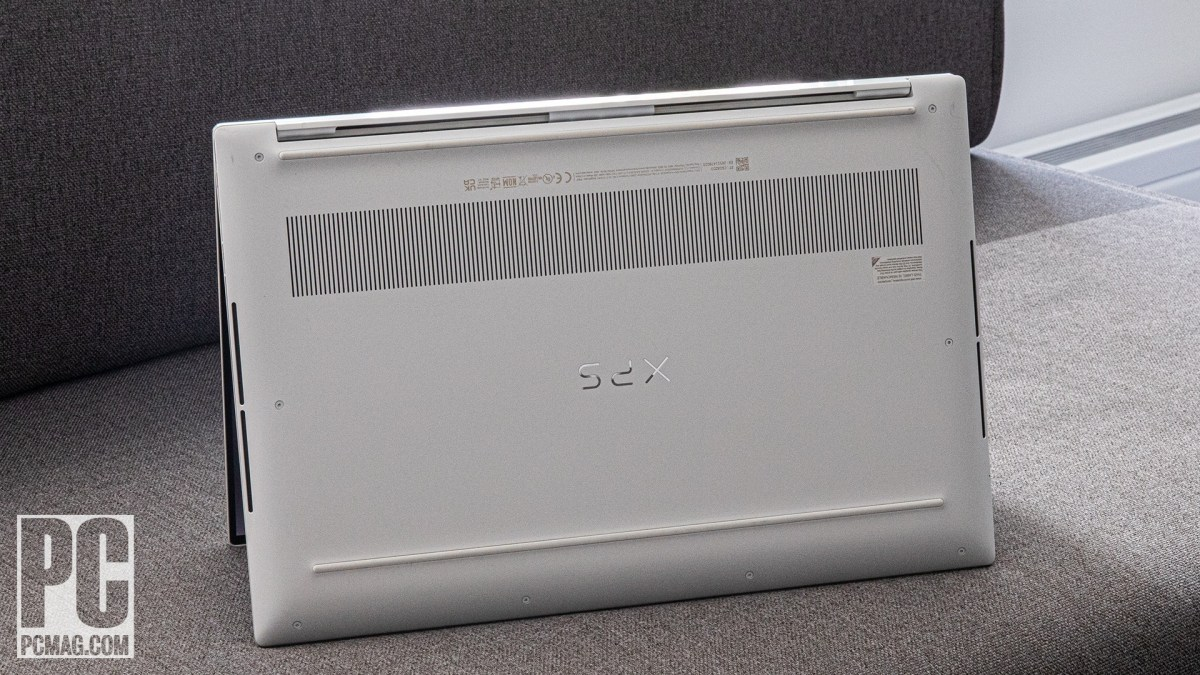 Dell XPS 15 OLED (9510) underside