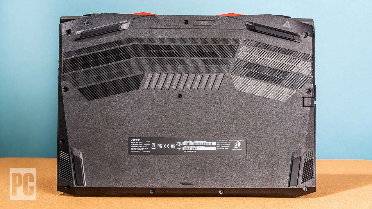 Acer Nitro 5 (2020) нижняя сторона