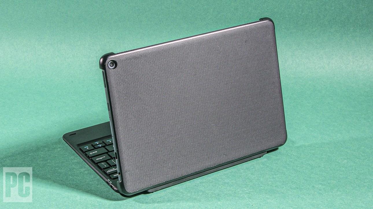 Чехол-клавиатура защищает планшет, а также добавляет функциональности.