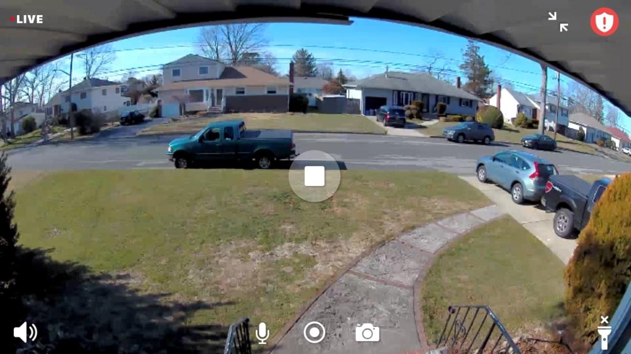Интерфейс прямой трансляции с камеры Arlo Pro 4 Spotlight