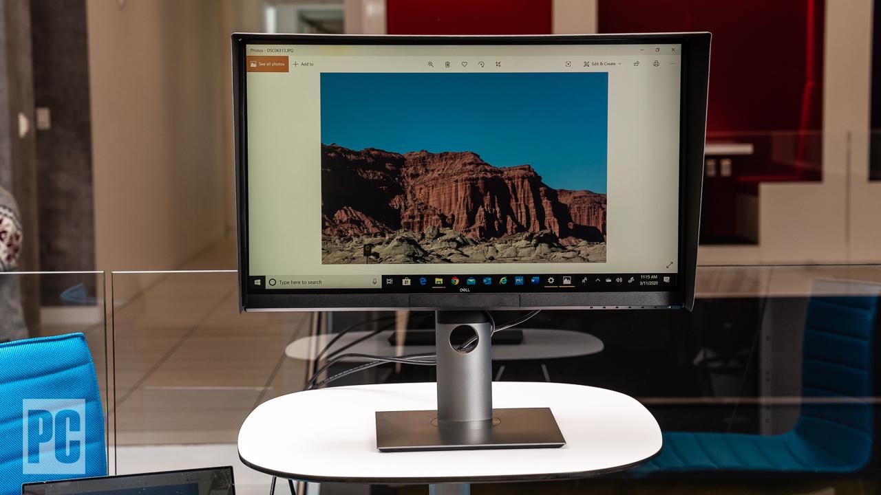 Dell UltraSharp 27 4K PremierColor (UP2720Q) с подставкой