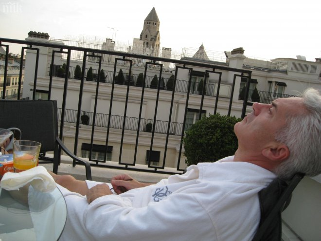 """Нова сензация в ПИК! Волен Сидеров се забавлява в най-скъпия хотел в света - """"Джордж Пети""""! Вижте куриозни снимки от Париж и Венеция!"""