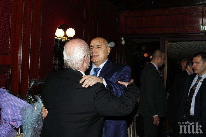 Ексклузивно в ПИК: Бойко Борисов уважи рождения ден на д-р Константин Тренчев, стисна му мъжки ръка (снимки)