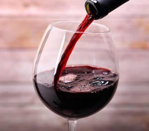 a száraz vörösbor előnyei a magas vérnyomás esetén