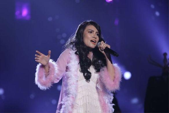 elyana menyanyi