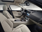 2020-Jaguar-XE-8