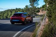 2021-Aston-Martin-DBX-33