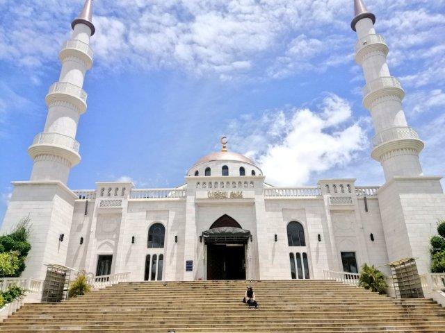 bangunan masjid serkal