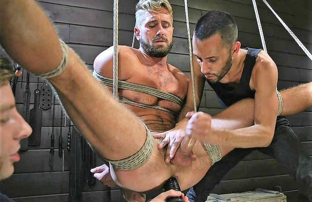 Wesley Woods gets plugged and edged in full suspension (Men on Edge)