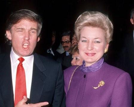 Elizabeth Trump with brother Donald Trump