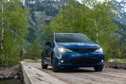 2020-Chrysler-Pacifica-Red-S-Edition-13