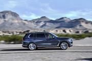 2020-BMW-X7-70