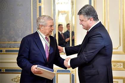 """Soros Kijevben. """"Érdemeiért"""" kitüntette Petró Porosenkó, a 2014. május 25-i elnökválasztáson, az amerikaiak jelöltjeként szinte vetélytárs nélkül indult és győztes ukrán elnök."""