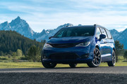 2020-Chrysler-Pacifica-Red-S-Edition-12