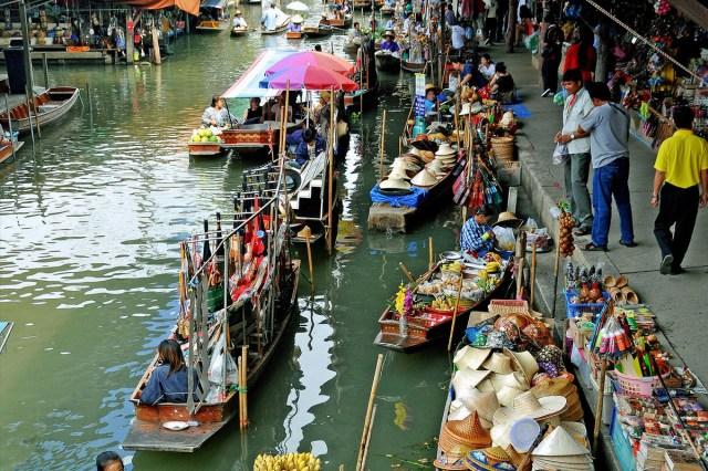 klong lat mayom floating market