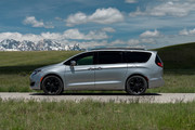 2020-Chrysler-Pacifica-Red-S-Edition-3