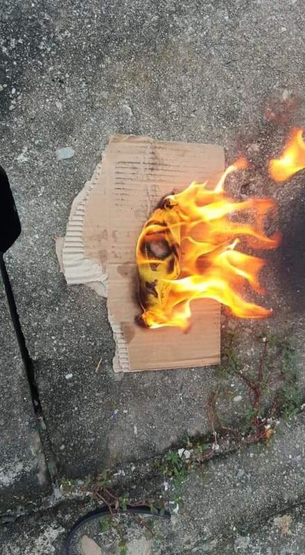 barang sihir dibakar