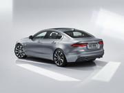 2020-Jaguar-XE-12