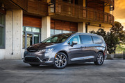 2020-Chrysler-Pacifica-Red-S-Edition-39