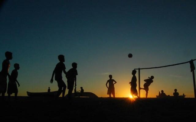 petang main bola bersama-sama