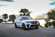 2020-BMW-X7-140