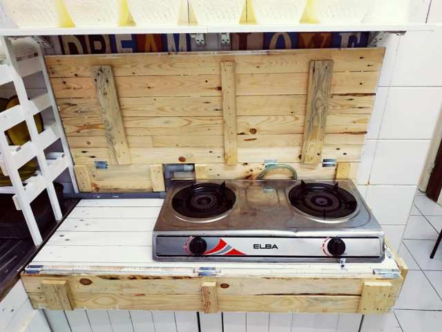 Suami Kongsi Idea Ubahsuai Dapur Guna Kayu Pallet Sahaja