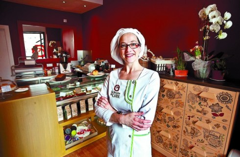 Carolina Martín abrió su tienda de bizcochos el pasado 2 de septiembre en un local que antes había sido peluquería y vinoteca. Luis López Araico