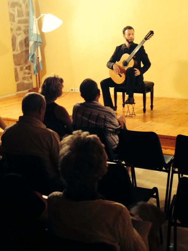Pietro Locatto ofreció su música en El Barraco el pasado 30 de agosto. J.T.