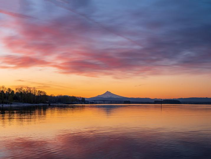 The sunrise over Mount Hood with the Columbia River [8441 x 6366]