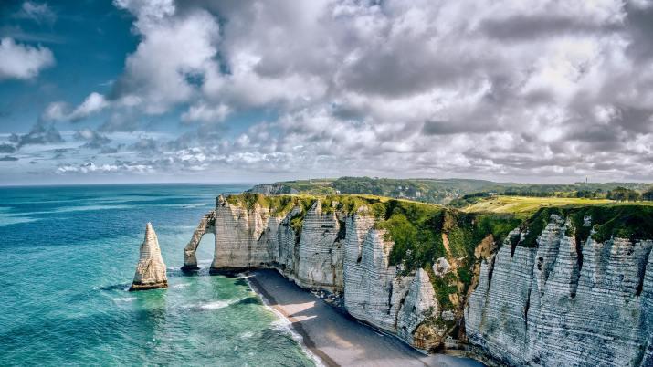 Etretat, Normandy, France (Photo credit to Allyson Beaucourt) [3840 x 2160]