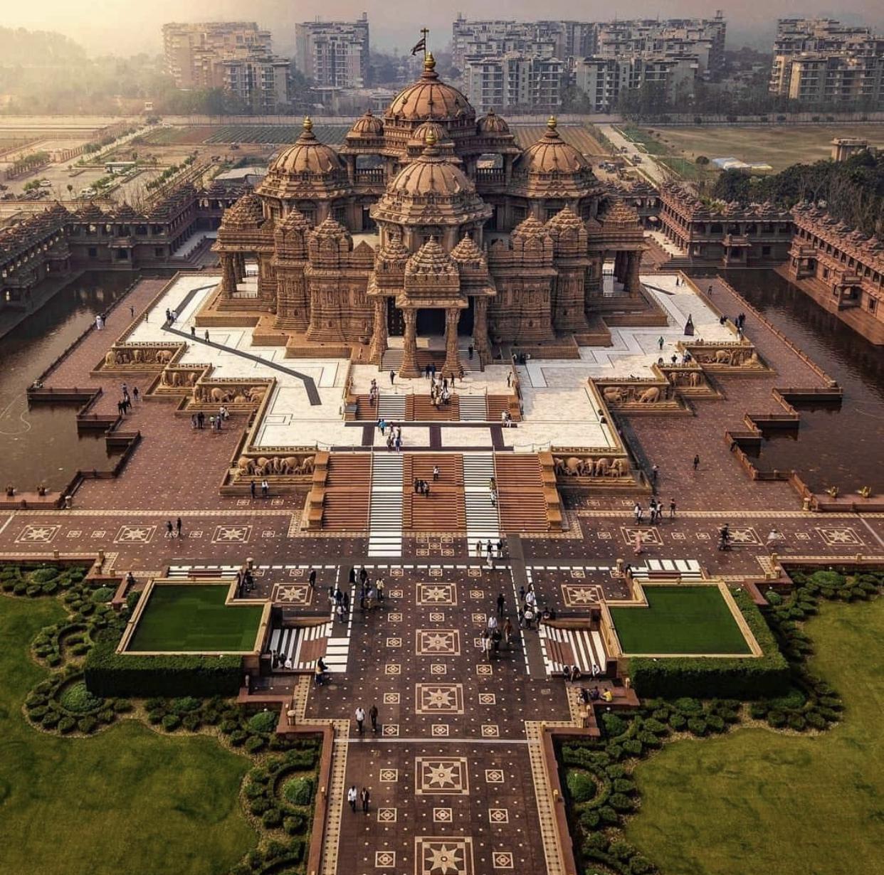 Swaminarayan Akshardham Complex (Akshardham Temple) Noida Mor, Pandav  Nagar, New Delhi, Delhi, India : HinduTemplesRock