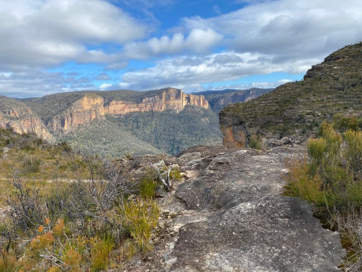 The Grose Valley from Pierces Pass, Blue Mountains, New South Wales Australia (Photo credit to Greg Bourke) [2048 x 1636]