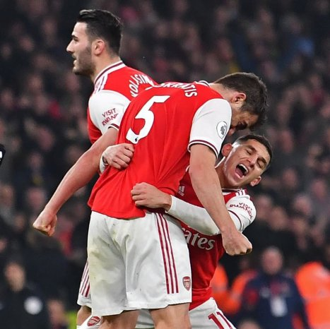 Lucas Torreira attempting to pick up Sokratis is exactly the level of  ambition I aspire for in 2020. : Gunners