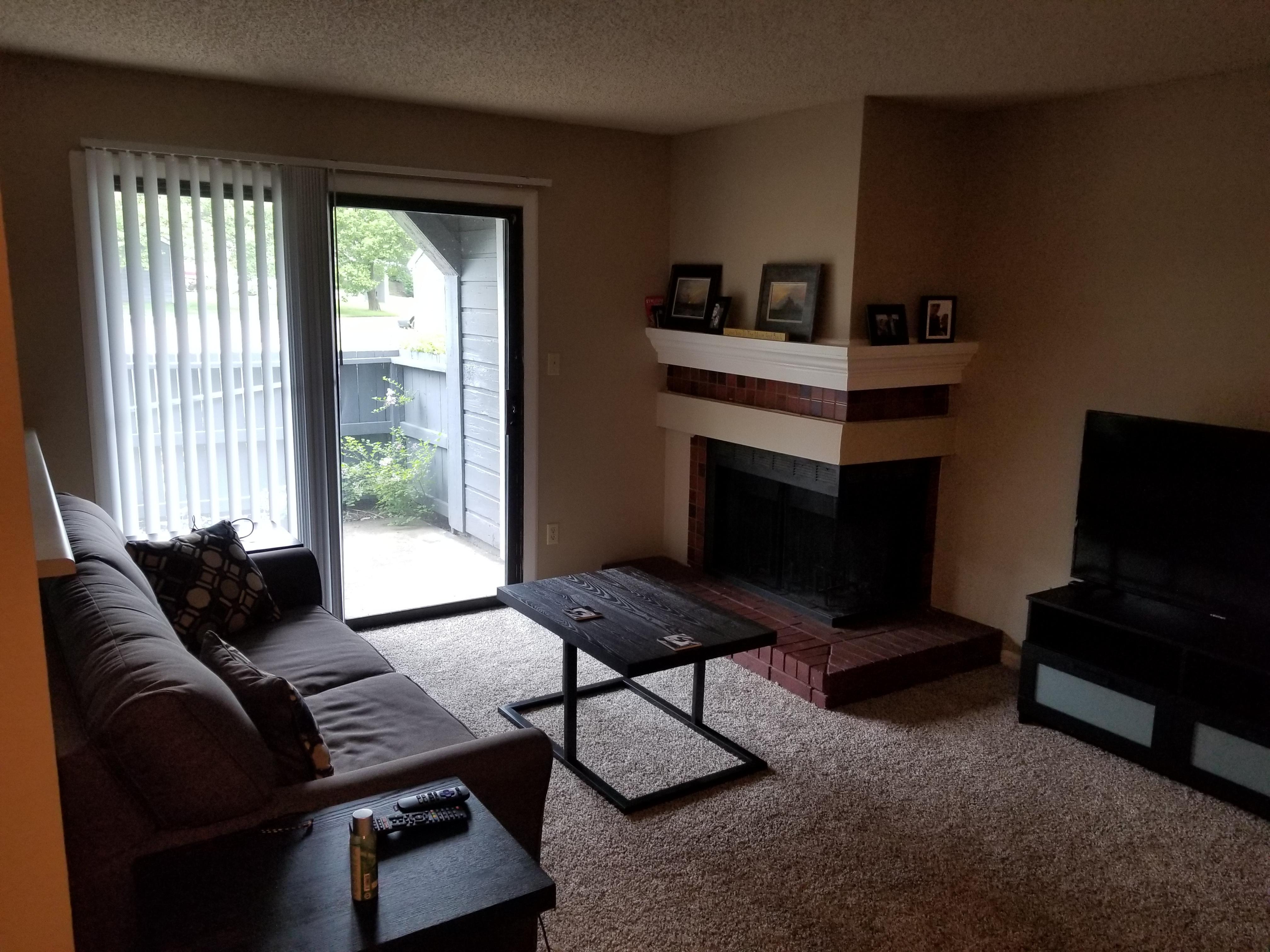 no overhead lighting in the livingroom