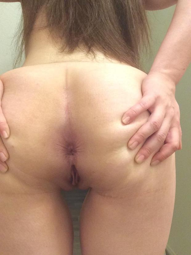 9zbvergnart11 - [F]irst post around here! Looking forward to hearing what y'all think 😏 [22] Nude Selfie
