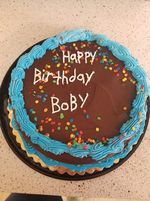 We Asked The Lady At Jewel To Write Happy Birthday Bobby On A Cake We Picked Out She Even Asked Us How To Spell Bobby Which We Told Her B O B B Y Crappydesign