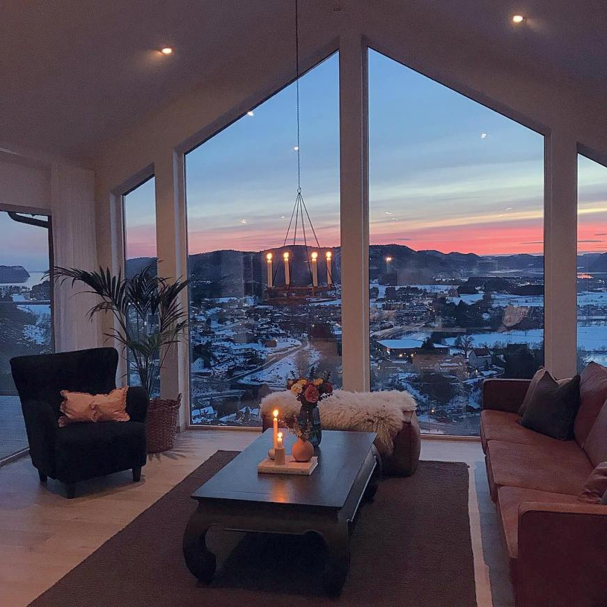 Winter sunset in Lyngdal, Norway : CozyPlaces