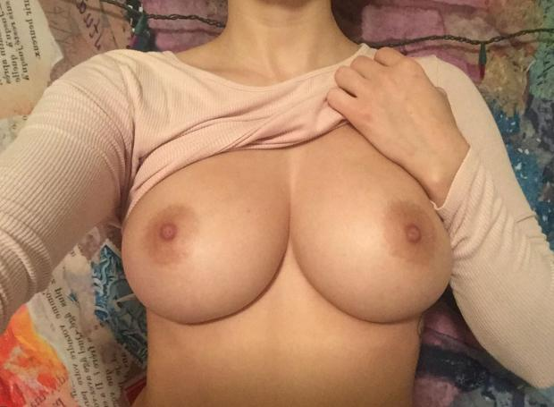 g8yl24syeah11 - Begging to be titfucked Nude Selfie