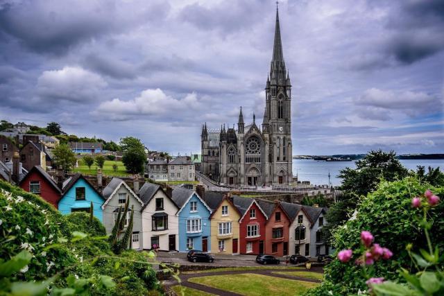 Irlanda. A lovely little town in Cork, Ireland : pics