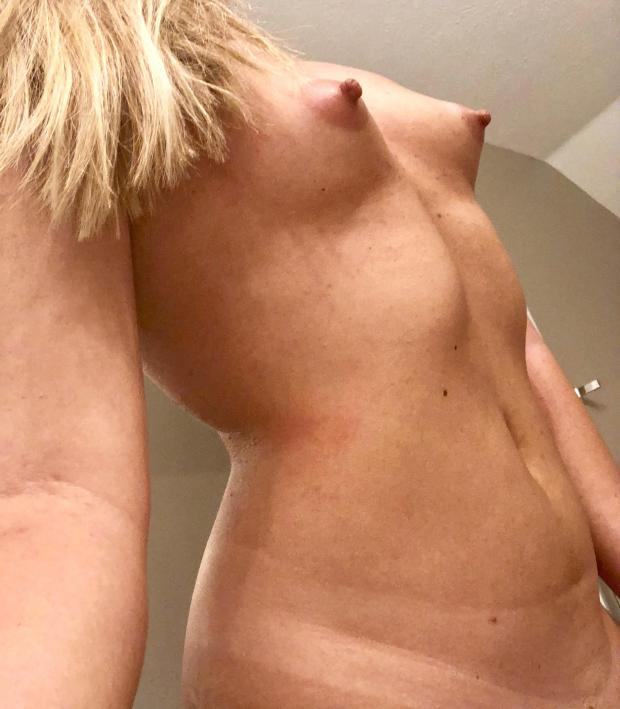 qq1cpulh3xi01 - Come nibble.... Nude Selfie