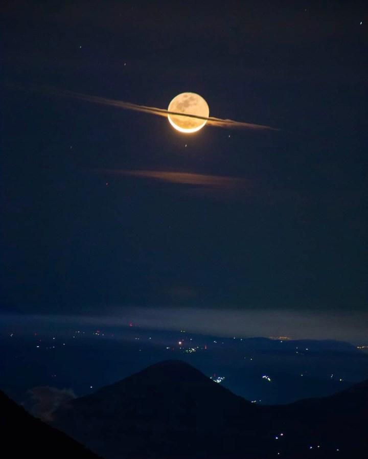 Moon dressed as Saturn