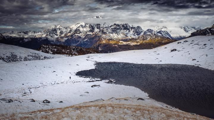 Lanzada, Province of Sondrio, Italy (Photo credit to Marek Piwnicki) [5112 x 2876]
