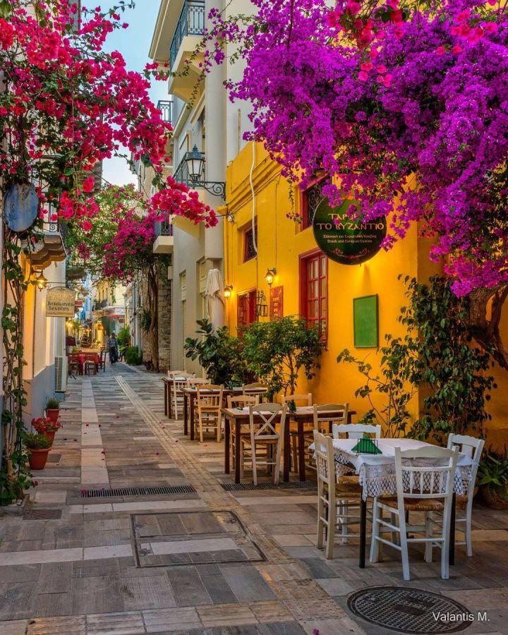 Náfplio, Greece (Photo credit to @minogiannisvalantis)