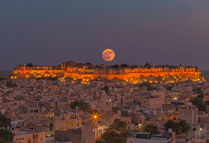 Moonrise (Photo credit to Sayan Nath) [5320 x 3648]