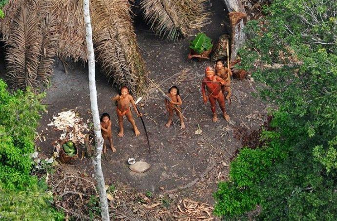 Američan prenikol k izolovanému kmeňu, ktorý bol tisícky rokov nedotknutý, a vystavil ho chorobám a smrti