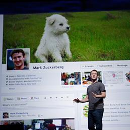 La Timeline di Facebook aiuta a trovare lavoro. Nella foto il Ceo di Facebook, Mark Zuckerberg, durante la presentazione delle funzionalità di Timeline a San Francisco lo scorso settembre (AP Photo)