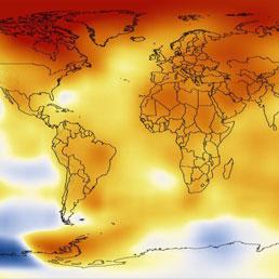 Le temperature del 2012 rispetto alla media degli ultimi 60 anni. La scala va dal blu, più freddo, al rosso mattone, più caldo