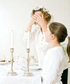 Вечерята на шабат започва с молитва на съпругата