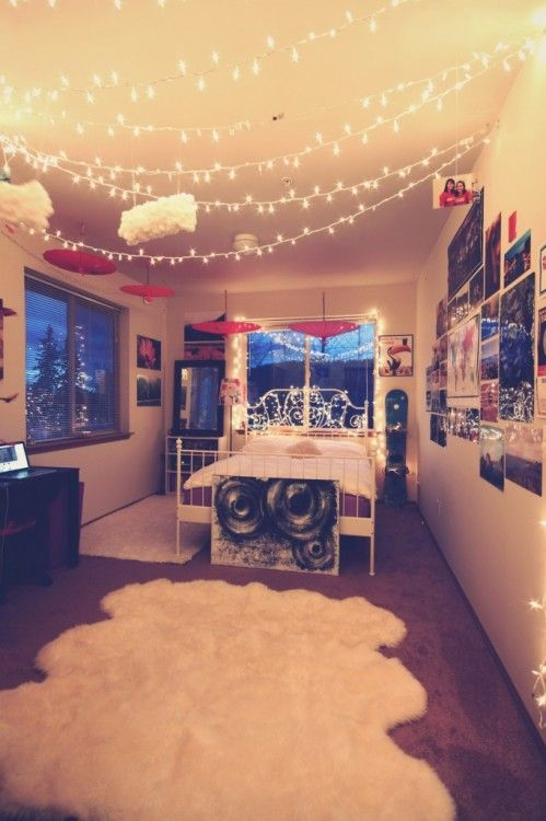 Tree Created With Strings Of Holiday Lights Creative Bedroom Decorating Ideas White Christmas